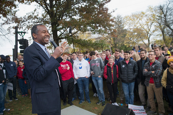 US Republican Party Presidential Candidate「GOP Presidential Candidate Ben Carson Campaigns In Iowa」:写真・画像(14)[壁紙.com]