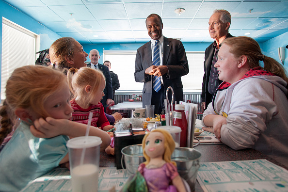 2016 United States Presidential Election「Ben Carson Holds Campaign Event In Manchester, NH」:写真・画像(14)[壁紙.com]