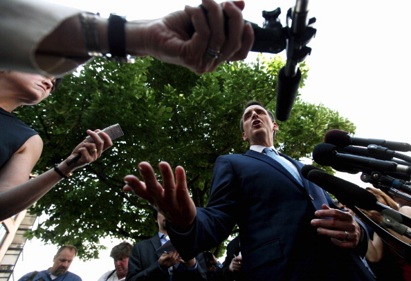 Answering「Republican Presidential Candidate Tim Pawlenty Holds Media Availability In DC」:写真・画像(7)[壁紙.com]