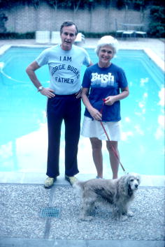 T-Shirt「Bush Campaigns For The Presidential Primary Elections」:写真・画像(14)[壁紙.com]