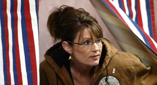 Bestof「Republican VP Candidate Alaskan Gov Sarah Palin Casts Her Vote」:写真・画像(10)[壁紙.com]