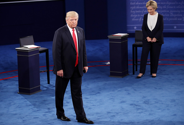 全身「Candidates Hillary Clinton And Donald Trump Hold Second Presidential Debate At Washington University」:写真・画像(9)[壁紙.com]