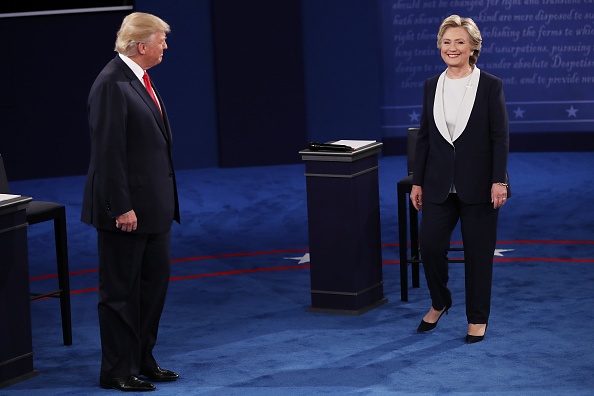 Standing「Candidates Hillary Clinton And Donald Trump Hold Second Presidential Debate At Washington University」:写真・画像(13)[壁紙.com]