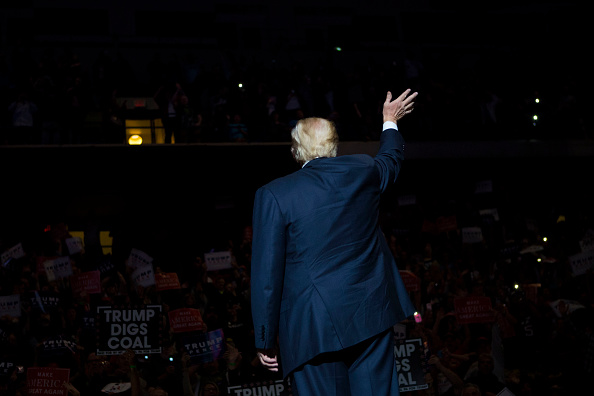 Rear View「Donald Trump Holds Rally In Wilkes-Barre, PA」:写真・画像(11)[壁紙.com]