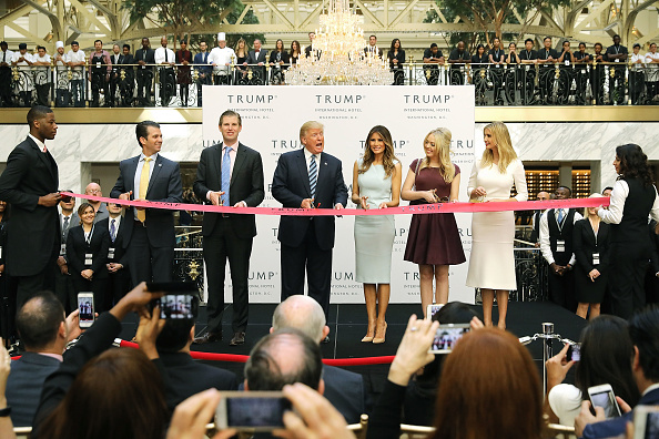 Organized Group「Donald Trump Holds Ribbon Cutting Ceremony For The Trump International Hotel In Washington, D.C.」:写真・画像(2)[壁紙.com]