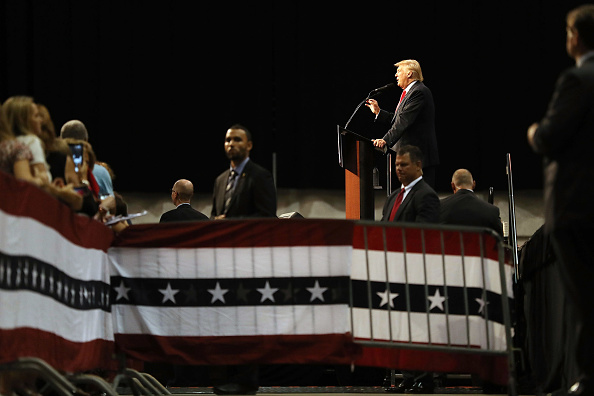 US Republican Party 2016 Presidential Candidate「Republican Presidential Candidate Donald Trump Holds Rally In Daytona Beach, Florida」:写真・画像(15)[壁紙.com]