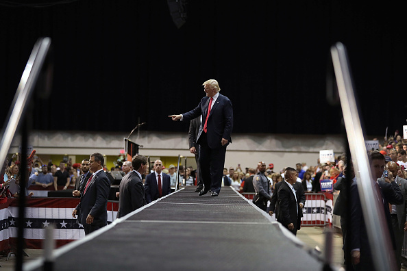 US Republican Party 2016 Presidential Candidate「Republican Presidential Candidate Donald Trump Holds Rally In Daytona Beach, Florida」:写真・画像(16)[壁紙.com]