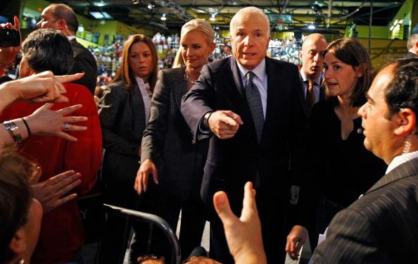 Florida International University「John McCain Campaigns As Election Day Nears」:写真・画像(17)[壁紙.com]