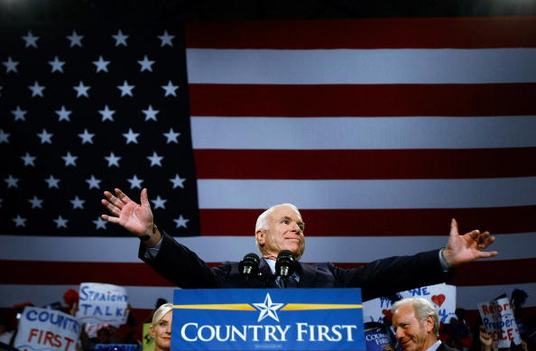 Florida International University「John McCain Campaigns As Election Day Nears」:写真・画像(18)[壁紙.com]