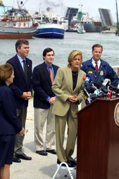 Florida - US State「Florida Governor Jeb Bush Talks About Efforts At Reducing Drug Trafficking」:写真・画像(4)[壁紙.com]