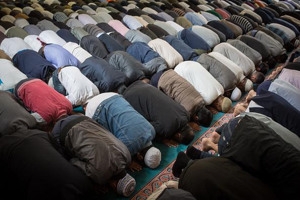 Islam「First Friday Prayers Of Ramadan At The East London Mosque」:写真・画像(4)[壁紙.com]