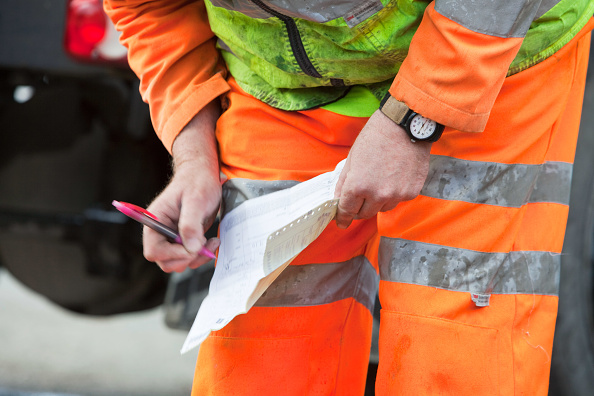 Finance and Economy「A ready mix concrete driver writes out a delivery note for the customer.」:写真・画像(12)[壁紙.com]