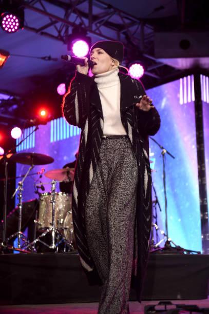 Super Bowl LII「Skylar Grey Performs on the Verizon Up Stage at Super Bowl LIVE」:写真・画像(17)[壁紙.com]
