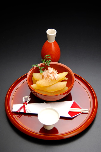 Sake「Sake cup and bowl of herring roe on tray, black background」:スマホ壁紙(11)