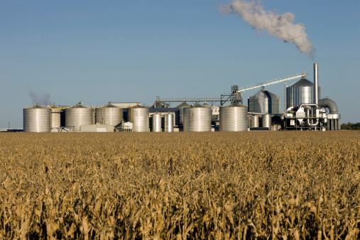 Biomass - Renewable Energy Source「Fall Cornfield with Ethanol Biorefinery in the Background」:スマホ壁紙(10)
