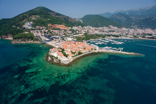 アドリア海「旧市街の Budva 、モンテネグロ(空から見た図)」:スマホ壁紙(16)