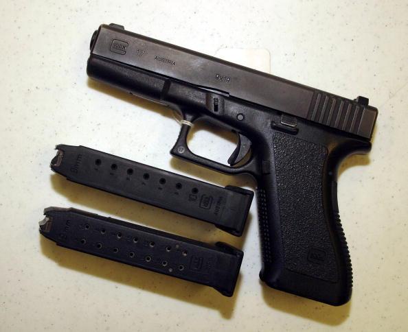 Magazine - Publication「Assault Weapons Ban Set To Expire Monday」:写真・画像(6)[壁紙.com]