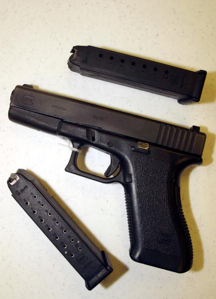 Magazine - Publication「Assault Weapons Ban Set To Expire Monday」:写真・画像(16)[壁紙.com]
