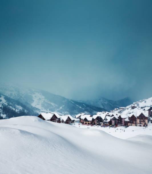 冬の山里:スマホ壁紙(壁紙.com)