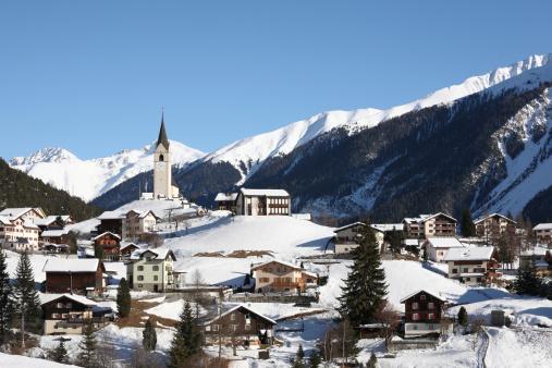 Switzerland「Mountain Village in Winter Alps near Davos」:スマホ壁紙(18)