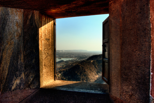 Rajasthan「Mountain viewed through the window of a fort, Amber Fort, Jaipur, Rajasthan, India」:スマホ壁紙(0)