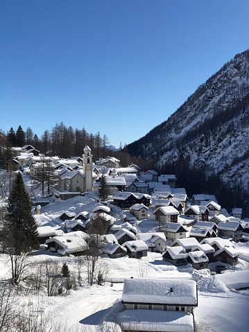 吹雪「Mountain village covered in snow」:スマホ壁紙(16)