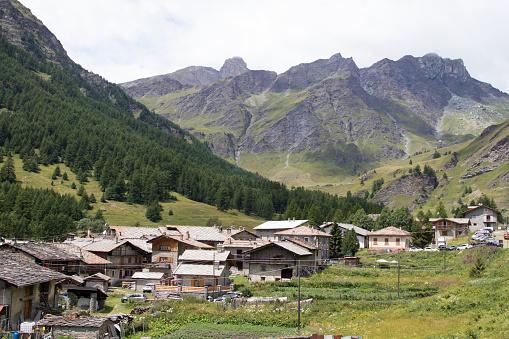 Piedmont - Italy「mountain village in summer」:スマホ壁紙(10)