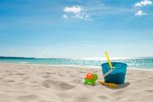 Beach Toys in the Sand:スマホ壁紙(壁紙.com)