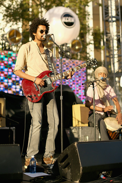 Joe Scarnici「Annenberg Foundation And KCRW's 'Sound In Focus' Concert With Edward Sharpe And The Magnetic Zeros, And Imarhan In Century Park」:写真・画像(17)[壁紙.com]