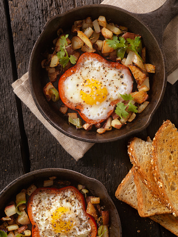 Cast Iron「Eggs Fried in Peppers with Hash Browns」:スマホ壁紙(16)