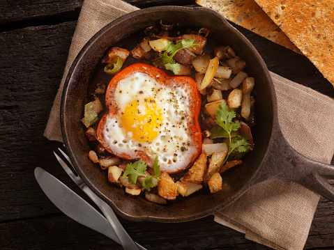 Cast Iron「Eggs Fried in Peppers with Hash Browns」:スマホ壁紙(0)