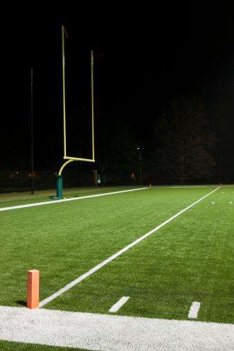 Goal Post「Goal post on empty football field」:スマホ壁紙(7)