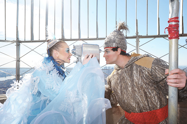 "Empire State Building「The Cast Of ""WINTUK"" Performs At The Top Of The Empire State Building」:写真・画像(9)[壁紙.com]"