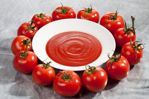Tomato Sauce「Plate with tomato sauce around vine tomatoes」:スマホ壁紙(3)