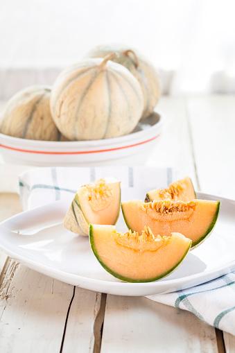 メロン「Plate with sliced Charentais melon」:スマホ壁紙(18)