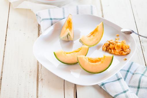 メロン「Plate with sliced and pitted Charentais melon」:スマホ壁紙(19)