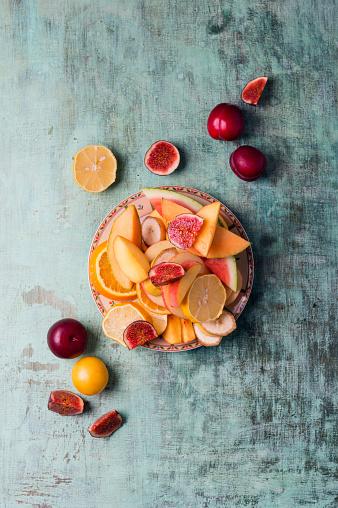 スモモ「Plate with different fresh fruits」:スマホ壁紙(16)