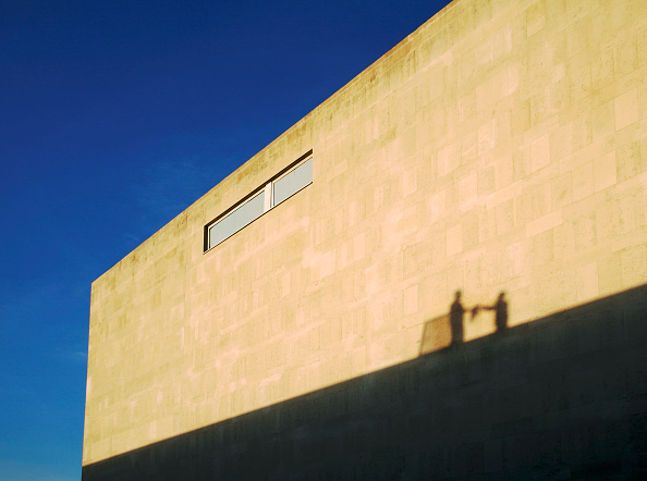 Shadow「Shadows of Workers on Roof on the Royal Festival Hall, London, UK」:写真・画像(1)[壁紙.com]