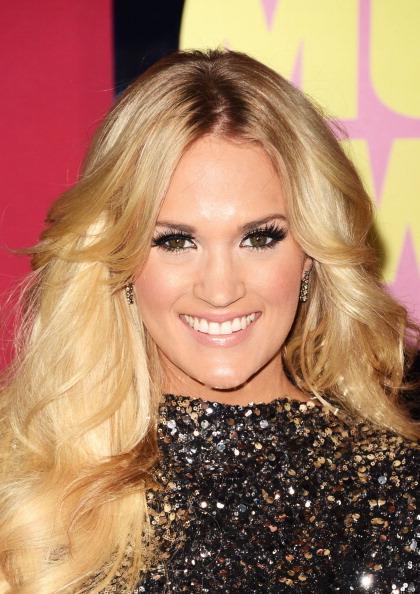 Diamond Earring「2012 CMT Music Awards - Arrivals」:写真・画像(9)[壁紙.com]