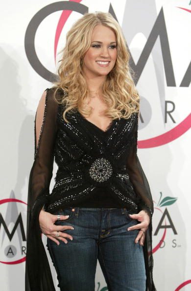 Curly Hair「39th Annual Country Music Association Awards - Press Room」:写真・画像(17)[壁紙.com]