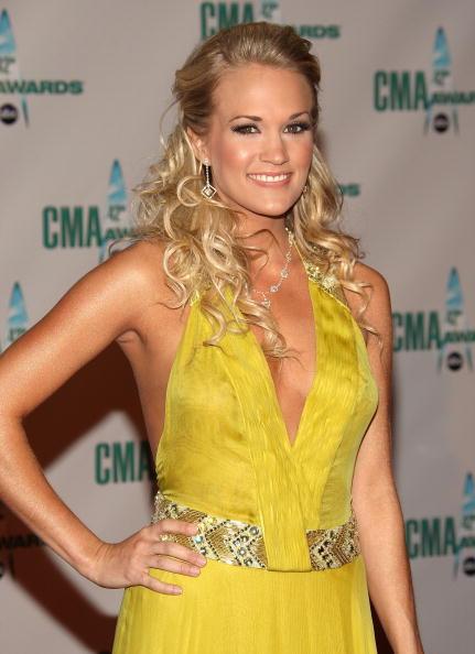 Halter Top「The 42nd Annual CMA Awards - Arrivals」:写真・画像(18)[壁紙.com]