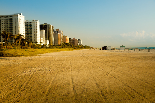 Miami Beach「高層ビルとビーチ」:スマホ壁紙(3)