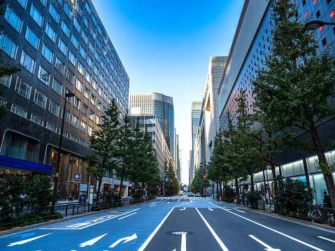 Financial District「skyscrapers with street Tokyo, Japan」:スマホ壁紙(6)