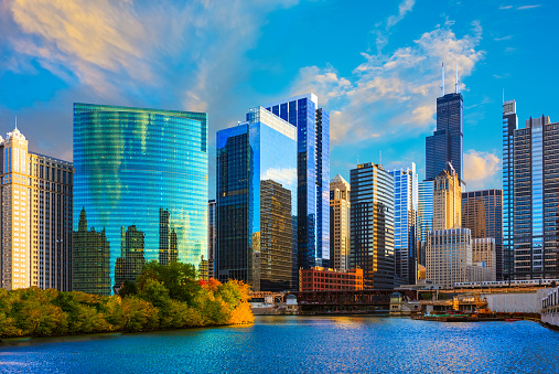 Illinois「Skyscrapers of Chicago skyline at sunset,Chicago River,Ill」:スマホ壁紙(10)