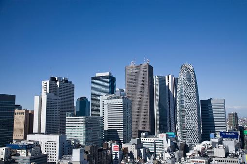 Shinjuku Ward「Skyscrapers and blue sky. Shinjuku-ku, Tokyo Prefecture, Japan」:スマホ壁紙(8)