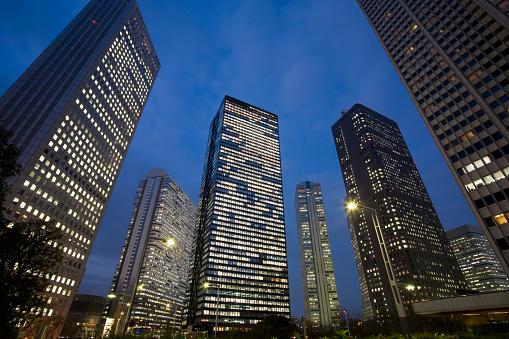 Shinjuku Ward「Skyscrapers at night. Shinjuku-ku, Tokyo Prefecture, Japan」:スマホ壁紙(10)