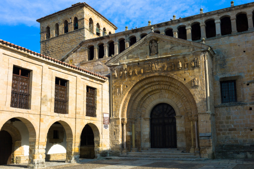 Santillana Del Mar「St Juliana's Church in Santilla del Mar, Spain」:スマホ壁紙(9)