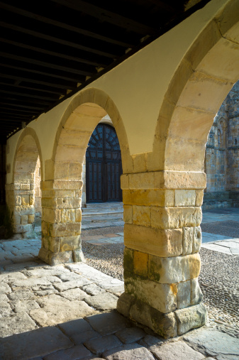 Santillana Del Mar「St Juliana's Church in Santilla del Mar, Spain」:スマホ壁紙(10)
