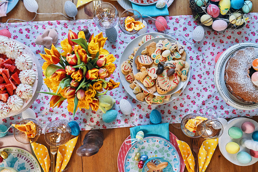 Easter「Decorated Table for Easter with Easter Eggs, Cookies, Cake and Flowers」:スマホ壁紙(13)