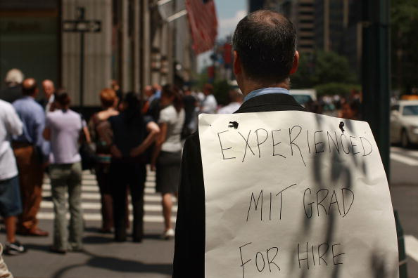 Financial Advisor「Unemployed Banker And MIT Graduate Peddles On The Street For Job」:写真・画像(14)[壁紙.com]